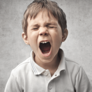 Il bambino con voce rauca: cause e trattamento